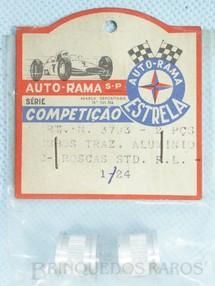 1. Brinquedos antigos - Estrela - Par de cubos traseiros Rosca Standard Série Competição para carros 1:24 e 1:32 Embalagem lacrada Década de 1960
