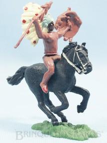 1. Brinquedos antigos - Herald - Índio montado a cavalo com lança e escudo Ano 1965