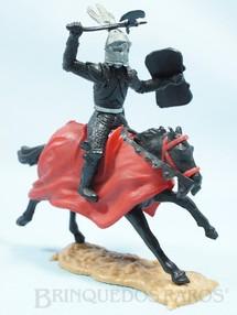 1. Brinquedos antigos - Timpo Toys - Guerreiro Medieval a cavalo com Escudo e Machado Década de 1960
