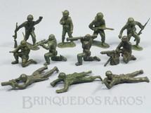 1. Brinquedos antigos - Estrela - Conjunto com 11 Soldados de plástico verde escuro Década de 1970