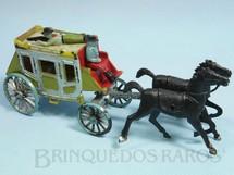 1. Brinquedos antigos - Plavix - Diligência com dois cavalos e duas figuras 16,00 cm de comprimento Década de 1970
