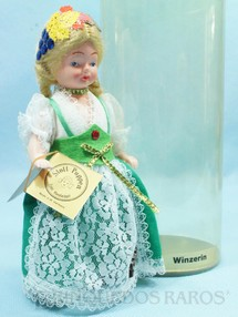 1. Brinquedos antigos - Stoll - Boneca com traje de Colheita de Uvas Alemanha 16,00 cm de altura Década de 1980