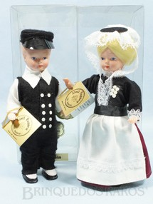1. Brinquedos antigos - Stoll - Casal de Bonecos com traje típico da Região de Ostholstein Alemanha 16,00 cm de altura Década de 1980
