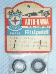 1. Brinquedos antigos - Estrela - Par de pneus dianteiros de perfil angular para carros 1:32 Gravado Autorama Estrela na lateral Embalagem lacrada