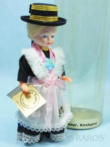 1. Brinquedos antigos - Stoll - Boneca com traje Dominical típico da Região da Baviera Alemanha 16,00 cm de altura Década de 1980