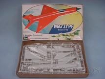 1. Brinquedos antigos - Revell - Avião Mig-21 PF Caixa mole Década de 1980