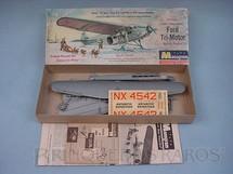 1. Brinquedos antigos - Monogram - Avião Ford Tri-Motor