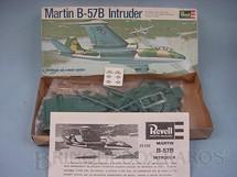1. Brinquedos antigos - Revell - Avião Martin B 57B Intruder