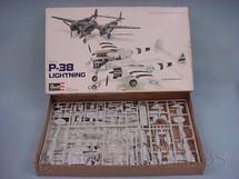 1. Brinquedos antigos - Revell - Avião P-38 Lightning Caixa mole Década de 1980