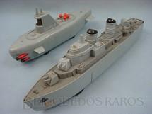 1. Brinquedos antigos - Sem identificação - Conjunto de submarino e navio de guerra que explode Década de 1970