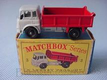 1. Brinquedos antigos - Matchbox - Bedford Tipper Truck Black Plastic Regular Wheels