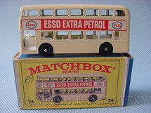 1. Brinquedos antigos - Matchbox - Daimler Bus black plastic Regular Wheels