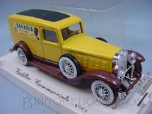 1. Brinquedos antigos - Solido - Furgão Cadillac Comerciale V16 1931 - Banania