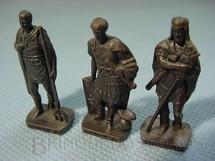 1. Brinquedos antigos - Sem identificação - Conjuinto de tres Soldados Romanos Kinder Ovo
