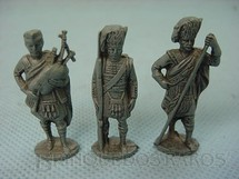 1. Brinquedos antigos - Sem identificação - Conjunto de tres Soldados Hightlanders Kinder Ovo