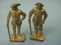 1. Brinquedos antigos - Sem identificação - Mosqueteiros, Kinder Ovo. Preço por unidade