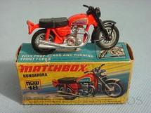 1. Brinquedos antigos - Matchbox - Hondarora vermelha Superfast