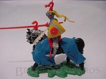 1. Brinquedos antigos - Britains - Cavaleiro Medieval com lança e escudo Série Swoppet Posição de Carga Perfeito estado