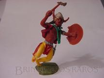 1. Brinquedos antigos - Britains - Índio de pé com machado e escudo Série Swoppet