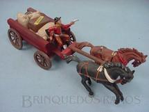 1. Brinquedos antigos - Casablanca e Gulliver - Carroça com dois cavalos Cocheiro com rifle e revolver 3 Sacos de Aniagem um Barril e uma Caixa de Víveres Década de 1960