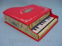 1. Brinquedos antigos - Ypiranga - Piano com 40,00 cm de largura Acabamento em papel Década de 1950