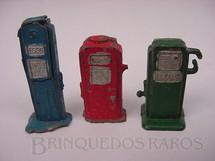 1. Brinquedos antigos - Estrela - Conjunto de tres bombas de gasolina, com 3,00 cm de altura. Década de 1950