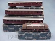 1. Brinquedos antigos - Rivarrossi - Conjunto de Locomotiva elétrica um Vagão de Bagagens e 2 Carros de Passageiros Década de 1950