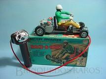 1. Brinquedos antigos - Marx - Kart Race-a-Kart com comando por cabo e piloto móvel 23,00 cm de comprimento Década de 1960