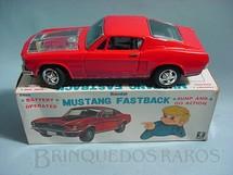 1. Brinquedos antigos - Bandai - Ford Mustang GT 1967 Fastback motor iluminado 22,00 cm de comprimento Década de 1960