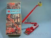 1. Brinquedos antigos - Corgi Toys - Simon Snorkel  Fire Engine completo com seis figuras
