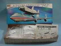 1. Brinquedos antigos - Revell - Avião Boeing 747 com Space Shuttle Enterprise
