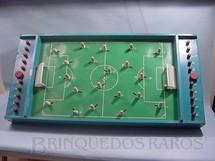 1. Brinquedos antigos - Estrela - Jogo de Futebol medindo 1,00 x 0,50 mt. Década de 1950