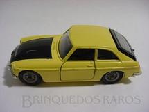 1. Brinquedos antigos - Corgi Toys - MGC GT amarelo e preto