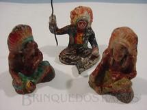 1. Brinquedos antigos - Sem identificação - Conjunto de três Chefes índios de Papier Maché Década de 1940