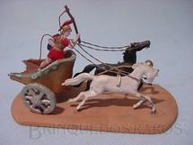 1. Brinquedos antigos - Sem identificação - Biga Romana com soldado e dois cavalos Semi - Flat forma Schneider