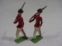 1. Brinquedos antigos - Sem identificação - Soldados marchando com uniforme vermelho e branco