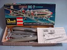 1. Brinquedos antigos - Revell - Avião McDonnell Douglas DC-7 Flagship American Airlines