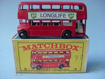 1. Brinquedos antigos - Matchbox - Routermaster London Bus black plastic Regular Wheels Long Life label