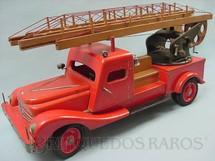 1. Brinquedos antigos - Estrela - Caminhão Escada com 73,00 cm de comprimento Escada com 1,80 mt de altura Comemorativo dos 20 anos da Fábrica Estrela Ano 1957