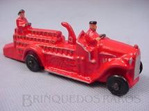 1. Brinquedos antigos - Artoy - Caminhão com escadas e dois motoristas