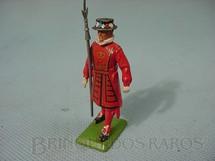 1. Brinquedos antigos - Britains - Guarda dos Jardins do Pálacio de Buckinghan Beefeater