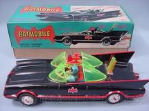 1. Brinquedos antigos - A.S.C. - Carro do Batman Batmobile Batmóvel com 30,00 cm de comprimento Batmóvel Década de 1960