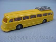 1. Brinquedos antigos - Wiking - Ônibus Mercedes Benz 6600 amarelo com bagageiro e motorista Década de 1960