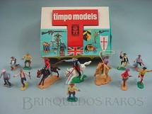 1. Brinquedos antigos - Timpo Toys - Conjunto de doze Cowboys três a cavalo e nove a pé Década de 1970