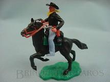 1. Brinquedos antigos - Timpo Toys - Cowboy montado a cavalo com dois revolveres Década de 1970
