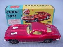 1. Brinquedos antigos - Corgi Toys - Chevrolet Corvette Sting Ray vermelho metálico