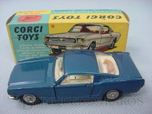 1. Brinquedos antigos - Corgi Toys - Ford Mustang Fastback 2+2 with the Corgi Dog azul metálico Ano 1966