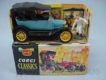 1. Brinquedos antigos - Corgi Toys - Ford Model T 1915 azul com capota Corgi Classics Completo com display e figura