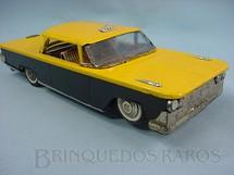 1. Brinquedos antigos - Bonzo - Taxi amarelo e preto com 30,00 cm de comprimento. Década de 1970