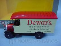 1. Brinquedos antigos - Corgi Toys - Furgão Thornycroft Van Whisky Dewars